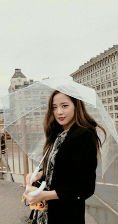 I wanna be umbrella Kpop Girl Groups, Korean Girl Groups, Kpop Girls, Blackpink Jisoo, Kim Jennie, Black Pink ジス, Blackpink Members, Blackpink Photos, Blackpink Fashion