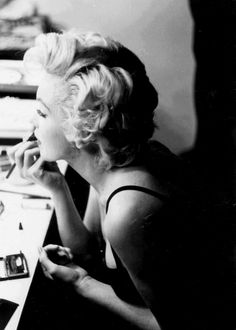 """""""Marilyn Monroe photographed by Sam Shaw, 1954. """""""