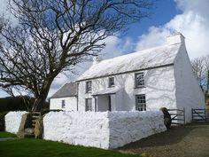 Carrington lime - traditional builder in Gloucestershire Welsh Cottage, Cottage Porch, Cottage Plan, Cottage Exterior, Cottage Farmhouse, Cottage Living, Cottages Uk, Country Cottages, English Cottages