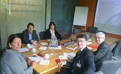 Tim Weidner mit Werner Widukel und Kathrin Sonnenholzner bei der DLR