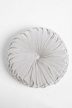 ++ round velvet pintuck pillow