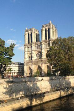 Ihr plant einen Tagesauflug nach Paris? Hier ist die ultimative Wegbeschreibung um die 5 berühmtesten Sehenswürdigkeiten in Paris an einem Tag zu besuchen..