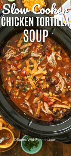 slow cooker tortilla soup is an easy tex mex slow cooker dinner that everyone loves! It& seriously good!This slow cooker tortilla soup is an easy tex mex slow cooker dinner that everyone loves! It& seriously good! Crock Pot Recipes, Crockpot Dishes, Easy Soup Recipes, Recipes Dinner, Crock Pot Chili, Chili Chili, Crock Pots, Dinner Ideas, Dessert Recipes