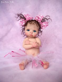 Our wooden dolls family home collection possesses a range of different varieties and dimensions, our wood dolls buildings are beautifully detailed with illustrations in and out. Cute Baby Dolls, Reborn Baby Dolls, Bebe Born, Mini Bebidas, Dolly Doll, Clay Fairies, Fairy Figurines, Baby Fairy, Clay Baby