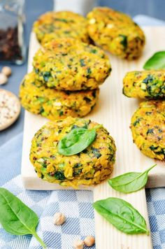 Chickpea, carrot and courgette burger (Mamma Felice) Veggie Recipes, Baby Food Recipes, Vegetarian Recipes, Cooking Recipes, Healthy Recipes, Cena Light, Short Recipes, I Love Food, Tofu