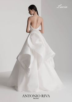Wedding dresses, you gotta consider those quite glorious gowns, pin plan number 2467635513 . Amazing Wedding Dress, White Wedding Dresses, Wedding Gowns, Bridal Outfits, Bridal Dresses, Simple Elegant Wedding, Cosplay Outfits, Stunning Dresses, Bridal Style