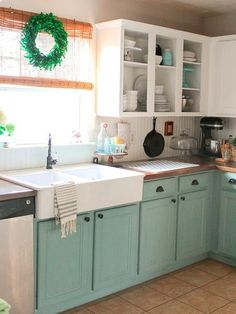 Después: Renovar los muebles de la cocina con Chalk Paint Two Tone Kitchen Cabinets, Farmhouse Kitchen Cabinets, Kitchen Cabinet Design, Painting Kitchen Cabinets, Kitchen Paint, Kitchen Redo, Kitchen Ideas, White Cabinets, Kitchen Inspiration