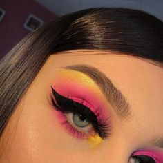 eyeshadow looks makeup and beauty inspire . - Lidschatten-Looks Make-up und Schönheit inspirier… eyeshadow looks makeup and beauty inspire … # beauty Pink Eye Makeup, Makeup Eye Looks, Eye Makeup Steps, Eye Makeup Art, Colorful Eye Makeup, Cute Makeup, Eyeshadow Makeup, Natural Eyeshadow, Crazy Eye Makeup