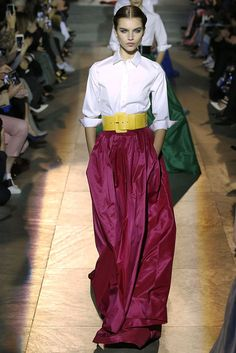 58 Looks From Carolina Herrera Lim Fall 2018 NYFW Show – Carolina Herrera Lim Runway at New York Fashion Week Autumn Fashion 2018, Spring Fashion Trends, Fashion Tips, Fashion Ideas, Fashion Inspiration, Long Skirt Fashion, Fashion Dresses, Carolina Herrera, Ball Skirt