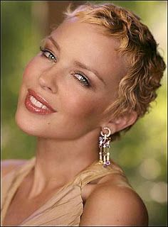Kylie Minogue glowing after she beat breast cancer