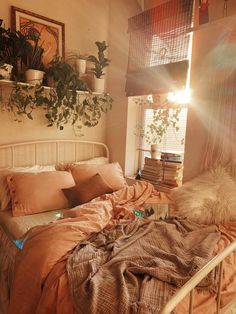 14 Fabulous Rustic Chic Bedroom Design and Decor Ideas to Make Your Space Special - The Trending House Room Ideias, Room Ideas Bedroom, Bedroom Inspo, Bedroom Inspiration Cozy, Fall Bedroom, Bedroom Decor, Design Inspiration, Cute Room Decor, Cozy Room