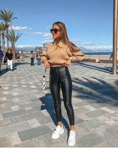 winter outfits with leggings - winteroutfits Casual Winter Outfits, Winter Fashion Outfits, Ootd Fashion, Trendy Outfits, Autumn Fashion, Fashion 2020, Winter Outfits 2019, Fashion Lookbook, Woman Fashion
