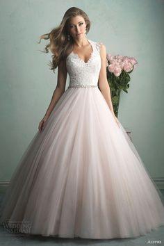 Sorry, dit is niet voor Roos. Als ik ooit zou gaan trouwen wilde ik echt zo'n jurk!!! xx Laura ;)