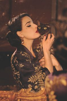 "Dita Von Teese is one of a kind woman, who established the neo-burlesque. What makes this leading woman love her cat ""Aleister"" dearly? Vintage Stil, Look Vintage, Vintage Beauty, Vintage Vanity, Vintage Pins, Moda Pin Up, Dita Von Teese Style, Dita Von Teese Burlesque, Dita Von Teese Makeup"