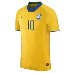 Veja nossa entrevista com a designer das belas camisas e sua criação para  times brasileiros 2b8861552d9fb