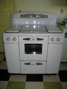 Tappan Deluxe Stove–had a very similar one minus burner covers; in 1970 got it free from a thrift shop that couldn't sell it;