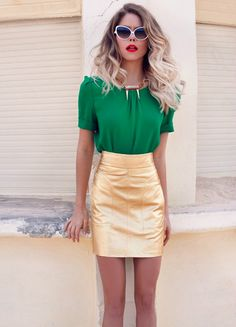 Gold skirt with a green top. All About Fashion, Passion For Fashion, Skirt Outfits, Cute Outfits, Gold Skirt, Dress To Impress, Street Style, Style Inspiration, Stylish
