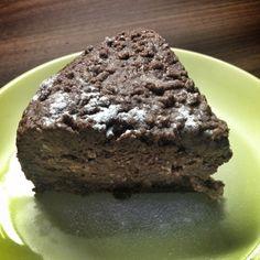 poriadny kus cokoladovo-tvarohovej torty
