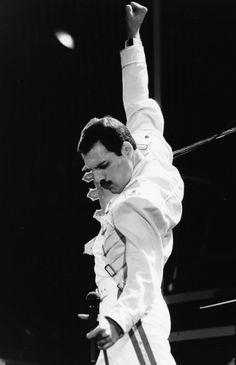 Singer Freddie Mercury, his band 'Queen', performing on stage at Wembley Stadium, London, July Queen Freddie Mercury, Brian May, John Deacon, Rocky Horror, Foo Fighters, Arya Stark, Freedy Mercury, Freddie Mercuri, God Save The Queen