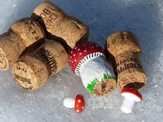 A guads neis Johr! Lucky charm made of corks Autumn Crafts, Nature Crafts, Christmas Crafts, Crafts To Do, Easy Crafts, Crafts For Kids, Acorn Crafts, Mushroom Crafts, Champagne Corks