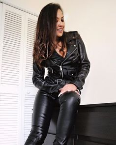 Leather Pants, Black Leather, Botas Sexy, Leder Outfits, Pants For Women, Clothes For Women, Leather Fashion, Crazy Outfits, Sexy Latex