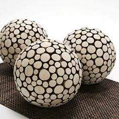 oslo sphere - Cratered with different sizes of natural wood circles (Decoração)