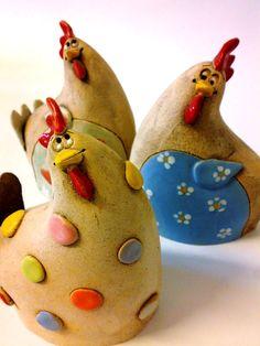 Slepička Veselá slepička 9 x 15 cm cena za jednu slepičku happy chickens Pottery Animals, Ceramic Animals, Ceramic Birds, Clay Animals, Ceramic Clay, Ceramic Pottery, Chicken Crafts, Chicken Art, Pottery Sculpture