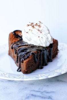 Chocolate lovers rejoice at this dense and fudgey Chocolate Flourless Cake with Frangelico Whipped Cream to make your day better. Best Chocolate Desserts, Great Desserts, Chocolate Lovers, Delicious Desserts, Yummy Food, Sweet Recipes, Cake Recipes, Dessert Recipes, Nutella Cool Whip Pie