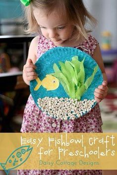 Under the Sea Preschool Craft {Preschool at Home} - Daisy Cottage Designs - Paper Plate Crafts For Kids - Easy Fishbowl Craft - Daycare Crafts, Preschool Crafts, Preschool Art Projects, Preschool Themes, Fishbowl Craft, Aquarium Craft, Sea Aquarium, Mini Aquarium, Crafty Kids