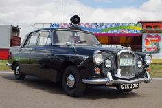 1965 Wolseley 6/110 MkII automatic - Metropolitan Police  Royaume-Uni Police Vehicles, Emergency Vehicles, British Police Cars, Van Car, Nice Cars, Brochures, Concept Cars, Antique Cars, Motorcycles