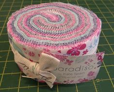 Jelly Roll Race Quilt Top Tutorial - Quilting for Beginners - Alanda Craft Baby Girl Quilts, Girls Quilts, Blue Quilts, Quilting For Beginners, Quilting Tips, Quilting Projects, Sewing Tips, Sewing Hacks, Sewing Crafts