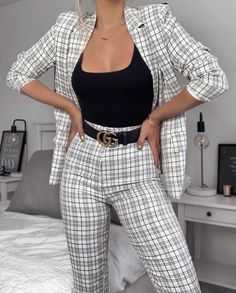 Fashion Outfits & Street Style Looks For Summer . - Fashion Outfits & Street Style Looks For Summer Fashion Outfits & Street Style Look Source by ronjafreiberg - Outfit Chic, Stylish Outfits, Fashion 2020, Look Fashion, Fashion Women, Fashion Suits, Classy Fashion, Fashion Edgy, Office Fashion