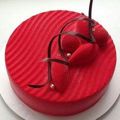 pastryinspirationschool.com @pastry_inspiration @elenkarpova: Каждый год на день рождения мамы она выбирает тотальный красный❤️ и... меня☺️чему я несказанно рада!  внутри грейпфрут/фисташка/земляника