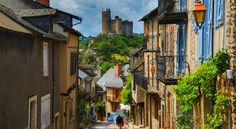 フランスの最も美しい村!山の稜線に連なる美しい村『ナジャック』
