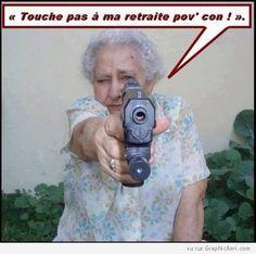 Grand-Mère avec Pistolet