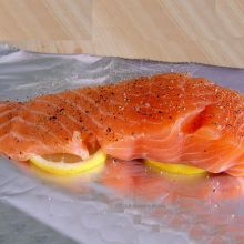 Dukan Diet Recipe for Oven Baked Salmon Fillet. Suitable for the Attack Phase and protein only days of the Dukan Diet. Dukan Diet Plan, Dukan Diet Recipes, Healthy Cooking, Healthy Eating, Cooking Recipes, Vegetarian Cooking, Easy Recipes, Oven Baked Salmon Fillet, Salmon Fillets