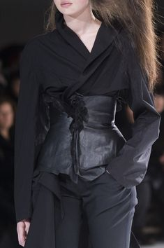 Yohji Yamamoto at Paris Fashion Week Fall 2018 - Details Runway Photos