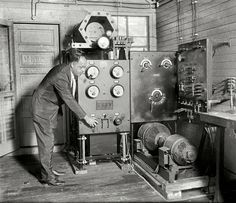 """June 29, 1925. """"Dr. H.C. Hayes of U.S. Naval Research Lab, Bellevue, D.C."""" I'll bet that knob goes up to 11. National Photo Company glass negative. Shorpy Historic Picture Archive :"""
