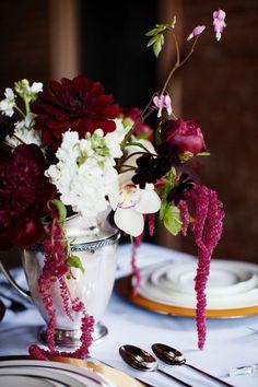 Blumen in Kontrastfarben - Burghunder und Weiß