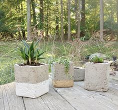 DIY color blocked hypertufa pots perfect for succulents! | on DESIGN + LIFE + KIDS #home #garden