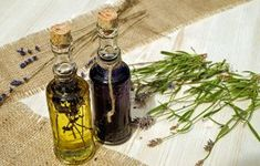 One of my favorite parts of natural soap making is incorporating different plants and herbs. Use this guide to infusing your own oils for soap making! Diy Hair Oil, Essential Oil Menstrual Cramps, Dead Sea Cosmetics, Essential Oils For Hair, Best Oils, Bath Soak, Hair Growth Oil, Lavender Oil, Tea Tree Oil