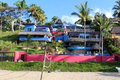 Casa Pata Salada Sayulita Featuring free WiFi and a year-round outdoor pool, Casa Pata Salada offers pet-friendly accommodation in Sayulita, 25 km from Rincon de Guayabitos. Free private parking is available on site.  Certain units include a seating area where you can relax.