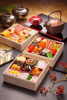 HACER UN HAIKU ES COMO COCINAR (algunos ingredientes de recetas clásicas: nieve -ciruelo -luna, por ej. Los buenos cocineros son los que inventan nuevas recetas con ingredientes que nunca antes se habían usado juntos) / Osechi, Japanese New Year's Cuisine|おせち料理