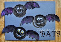 I HEART CRAFTY THINGS: Cupcake Liner Bats
