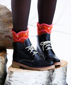 Knitting Socks, Knit Socks, Dr. Martens, Combat Boots, Knit Crochet, Slippers, Fashion Outfits, Clothes, Shoes