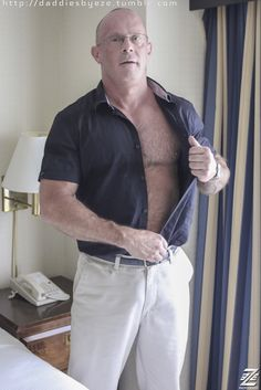 Sexy Dads and Daddy Larvae Older Couples, Married Men, Hairy Chest, Mature Men, Older Men, Aging Gracefully, Big Men, Beard Styles, Hot Guys