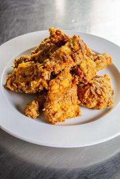 ‼️Lepší než KFC stripsy‼️  #vaření #kuchyn #vecere #pokrmy #obed #bomba #gastronomy #food #czech #praha #dnesjem #dnesjim #czechfood #snidane #prague #czechrepublic #kfc #stripsy #kuře #smažení #smaženékuře #recepty  Kfc, Chicken Wings, Curry, Treats, Cooking, Ethnic Recipes, Halloween, Food, Prague