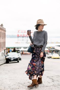 Strolling Pike Place Market | Story of My Dress #style #fashion #seattle #pikeplacemarket #emuaustralia #sweaterweather #sezane #madewell #streetstyle #targetstyle