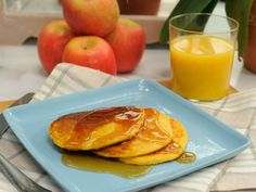 Quick Oats Sweet Potato Pancakes : It takes only a handful of ingredients to make Katie Lee's quick-fix flapjacks. While she picks sweet potato puree to feature in her cinnamon-scented pancakes, you can use whichever puree is your favorite.