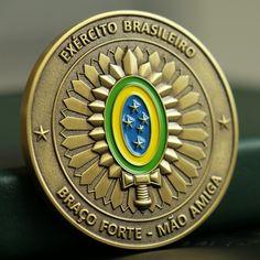 O outro lado da challenge coin do CMDO FRON AP / BIS carrega o símbolo do Exército Brasileiro. No nosso site, você pode conferir os…